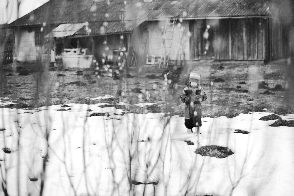 "ALT=""maakodu, kevad, laps, lumi, pajuurvad, DOF, fotograaf katrin press"""