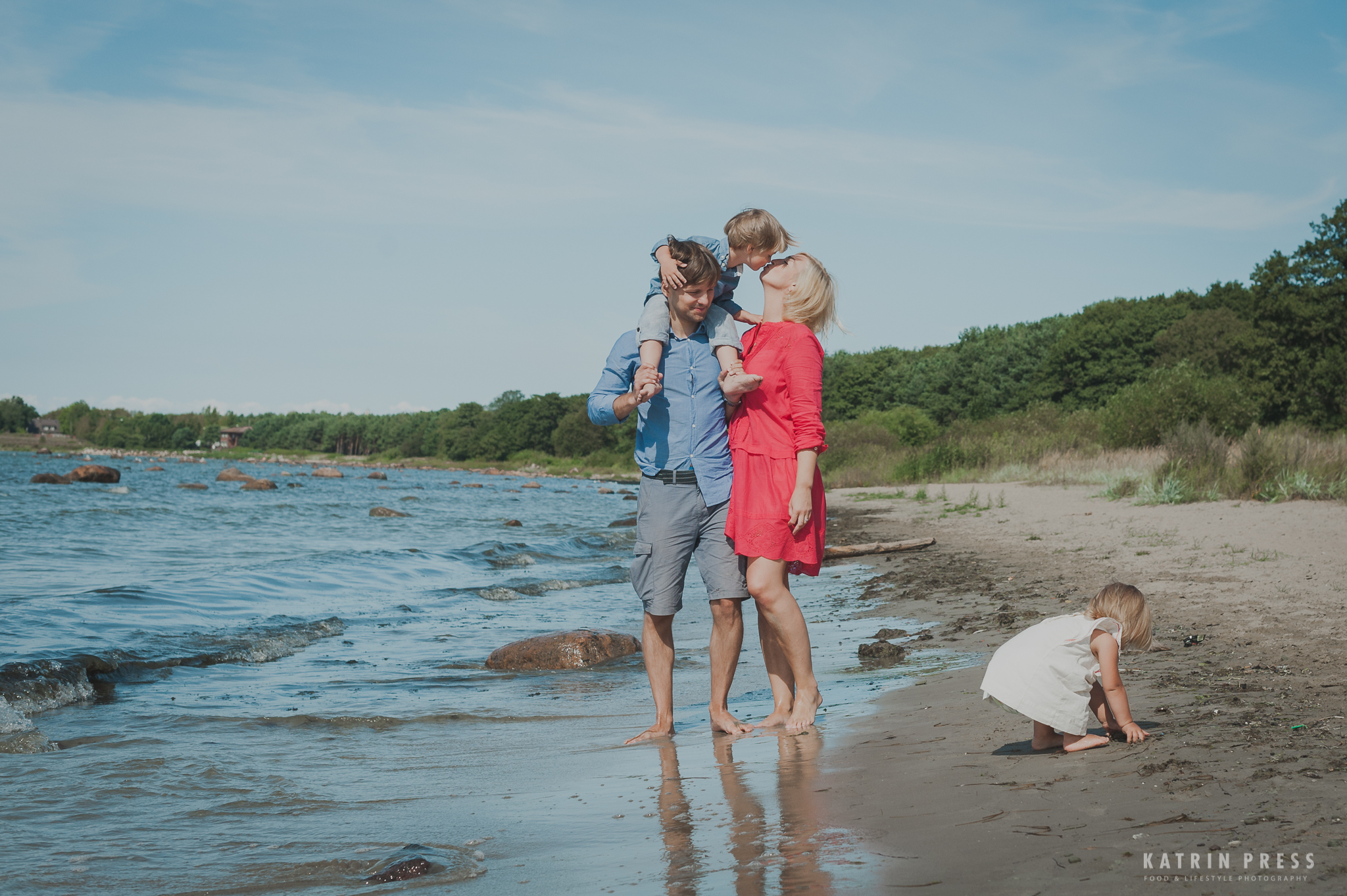"ALT=""family on the beach in estonia"