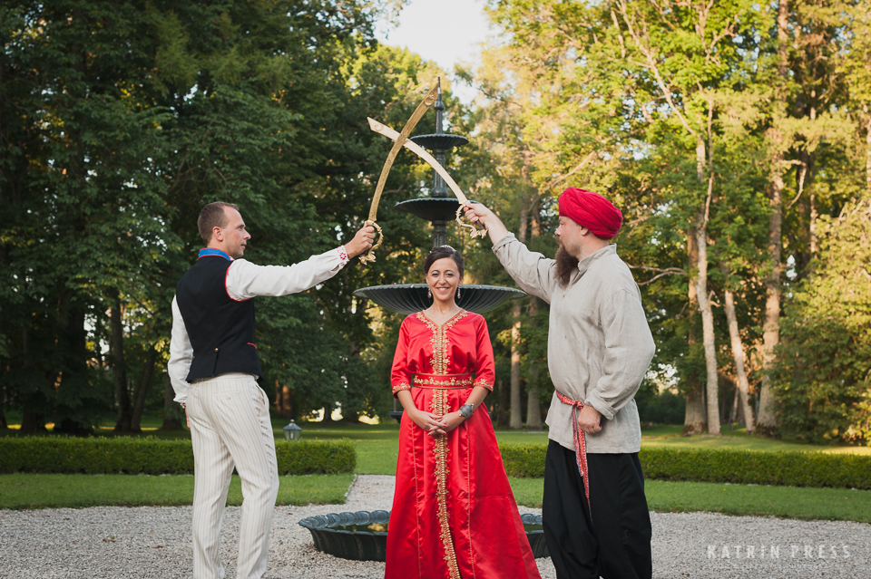 "ALT=""multicultural wedding, Estonia, ritual"""