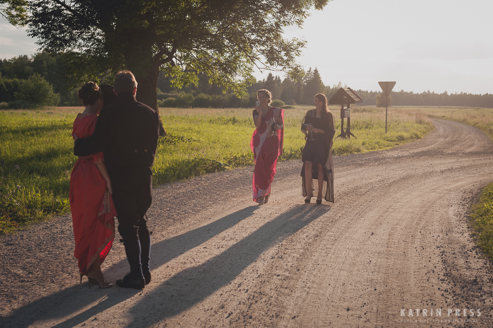"ALT=""multicultural wedding, Estonia, countryside, sunset"""