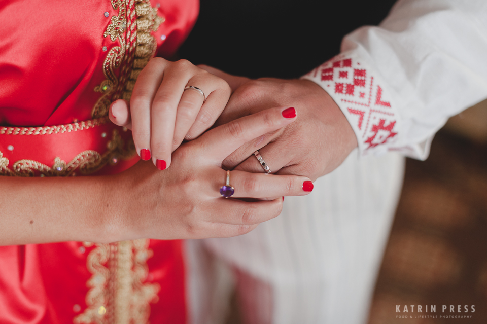"ALT=""multicultural wedding, Estonia, engagement, ring, detail"""