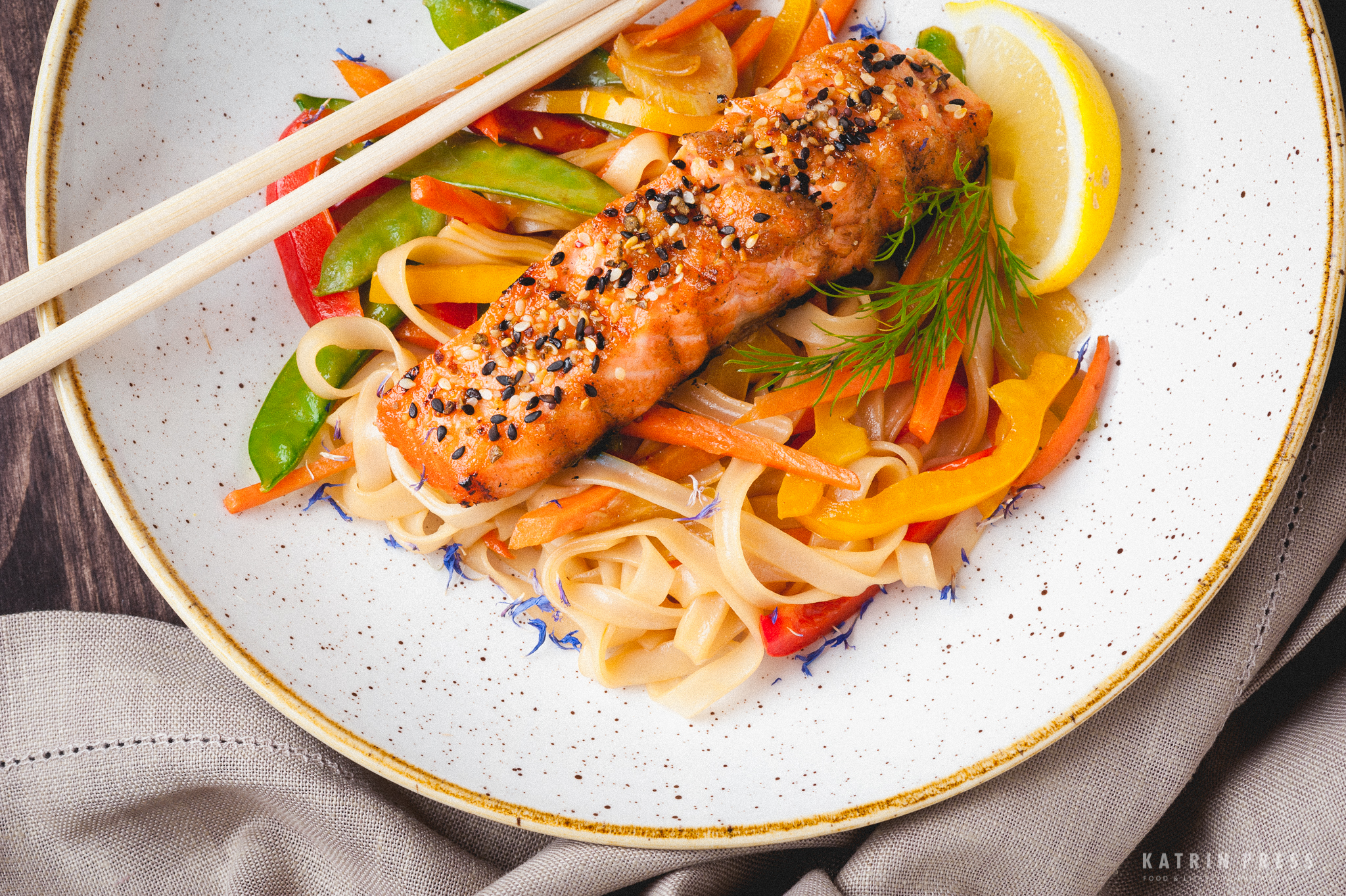 "ALT=""salmon, pasta, colorful, restaurant dish, katrin press, toidufoto"""