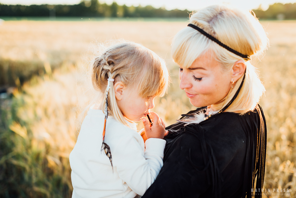 katrin-press-photography-family-summer-field-estonia