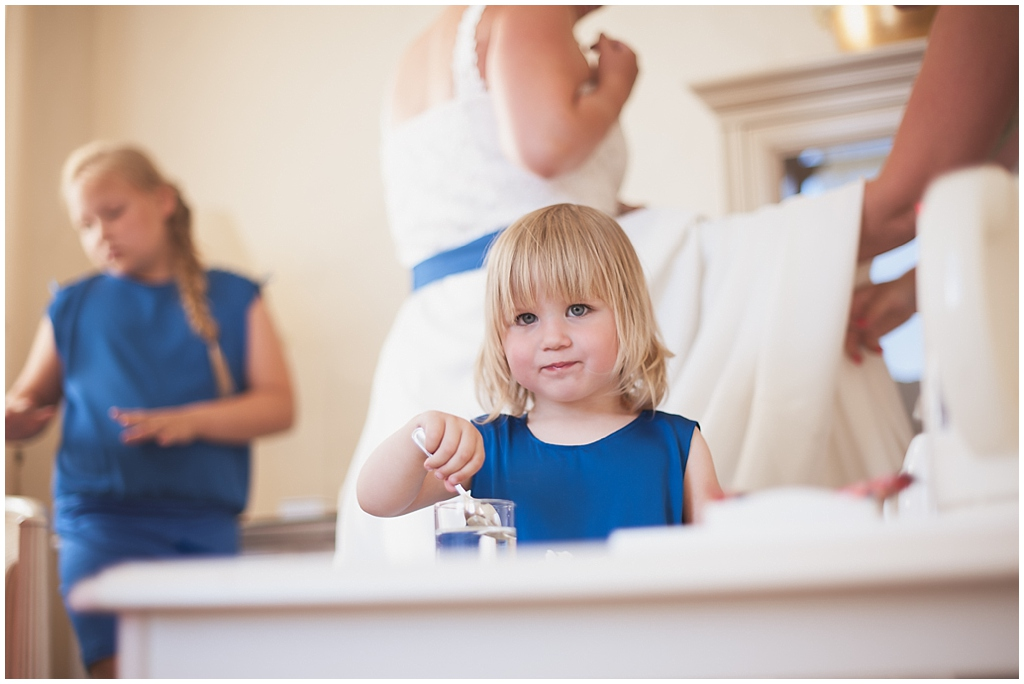 "ALT=""little girl, wedding, getting ready, estonia, katrin press photography"""